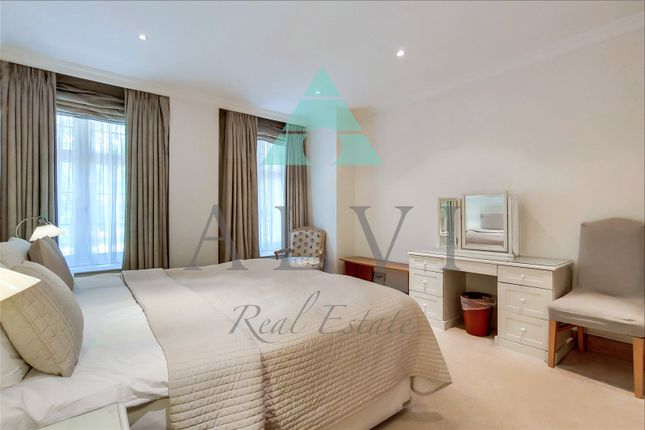 Thumbnail Flat to rent in Aldford House, Park Street, London