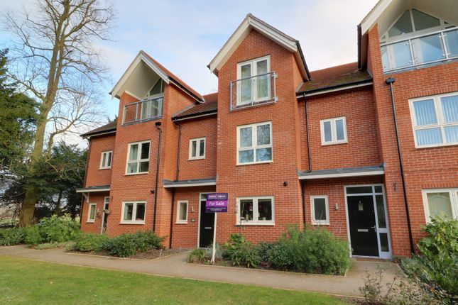 4 bed terraced house for sale in Nicolls Close, Cholsey, Wallingford