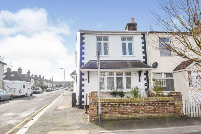 2 bed end terrace house for sale in George Street, Romford RM1