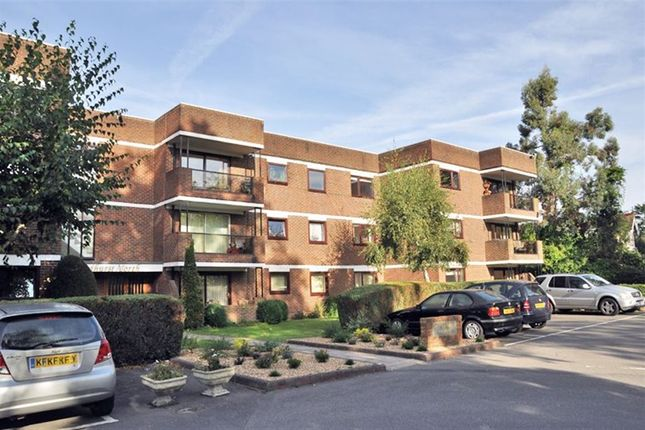 Thumbnail Flat to rent in Woodhurst North, Ray Mead Road, Maidenhead