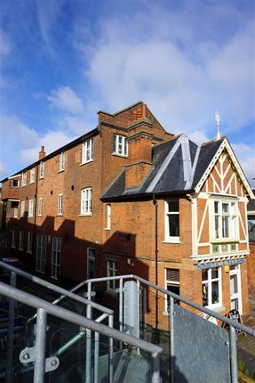 Thumbnail Flat for sale in Paynes Park, Hitchin