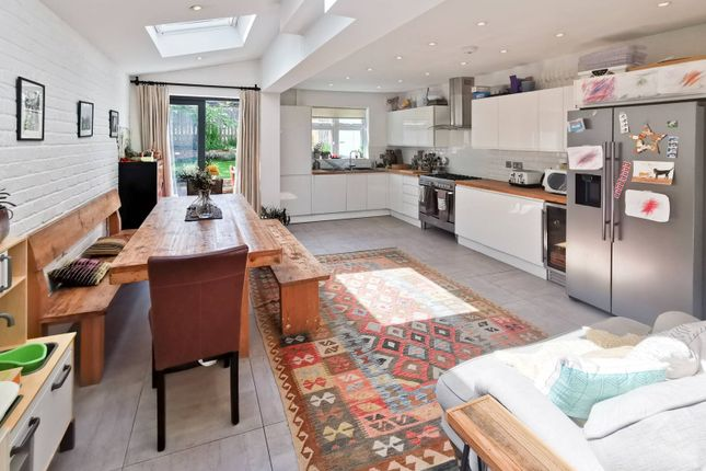 Thumbnail Maisonette to rent in Wightman Road, Harringay, London