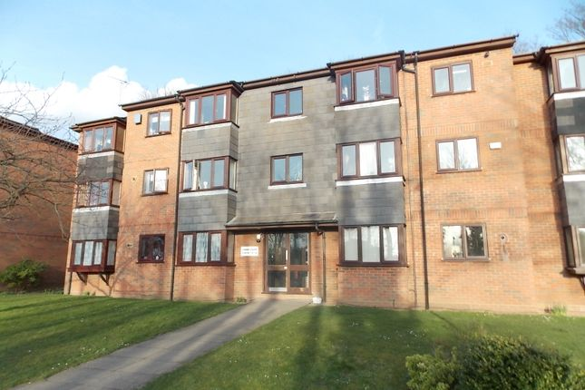 Flat to rent in Redan Gardens, Aldershot, Hampshire
