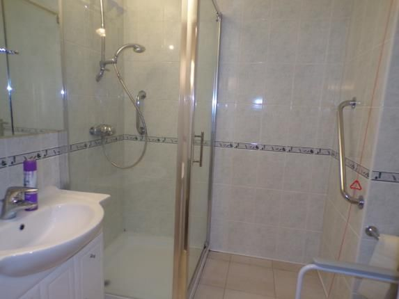 Bathroom of Barden Court, St. Lukes Avenue, Maidstone, Kent ME14