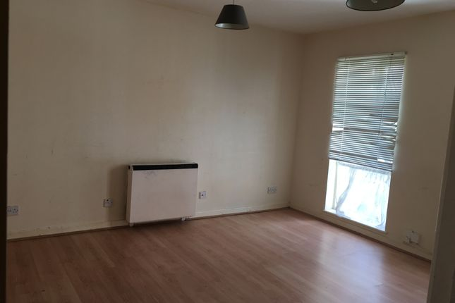 1 bed flat to rent in Forsythia Close, Ilford