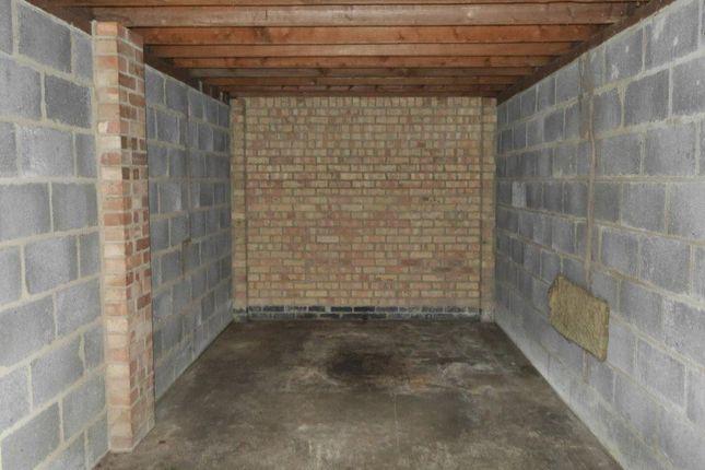 Parking/garage to rent in Garage 11, Lyndhurst Crt, 310 London Rd