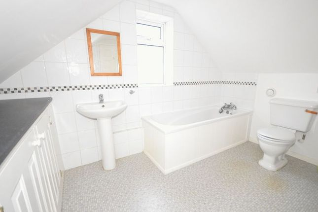 Family Bathroom of Orchard Close, Wendover, Aylesbury HP22