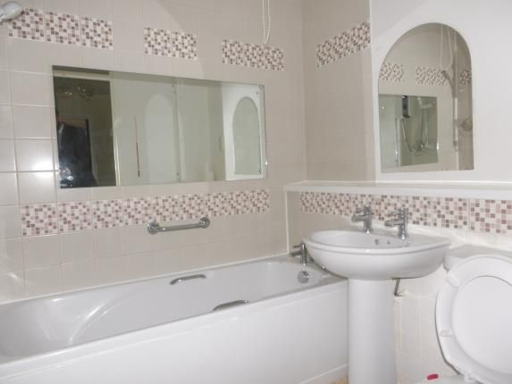 Bathroom of 25 Mapperley Road, Nottingham, Nottinghamshire NG3