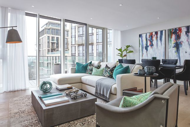 Thumbnail Flat for sale in Vaughan Way, Wapping