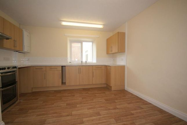 Thumbnail Maisonette to rent in Victoria Terrace, Cullompton, Devon