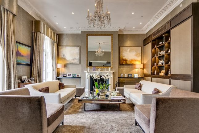 Thumbnail Property to rent in Halkin Place, Belgravia