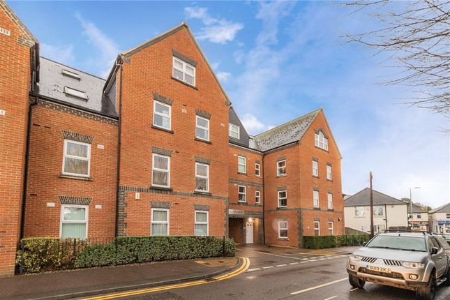 2 bed flat for sale in Heath Hill Road South, Crowthorne, Berkshire RG45
