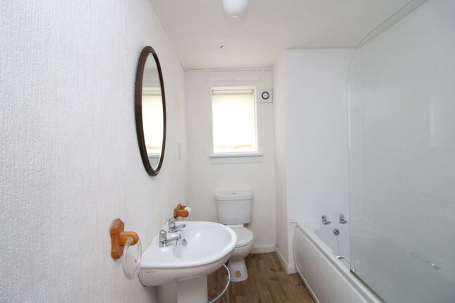 Bathroom of Pratt Street, Kirkcaldy KY1