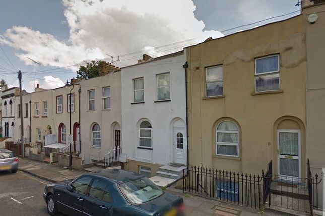 Thumbnail Shared accommodation to rent in Peacock Street, Gravesend