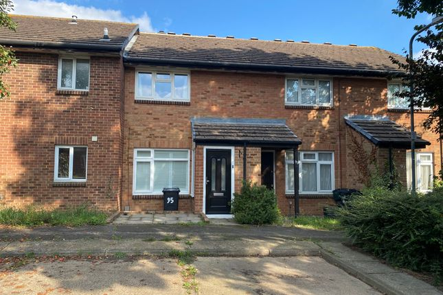 2 bed terraced house to rent in Laing Close, Hainault IG6