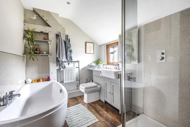 Family Bathroom of The Courtlands, Winforton, Hereford HR3