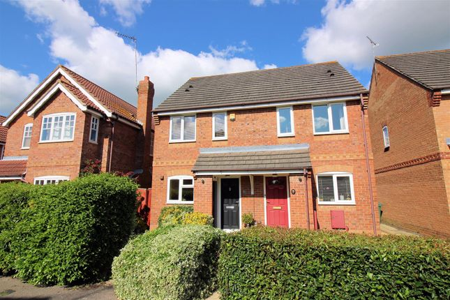 2 bed semi-detached house to rent in Holly Drive, Aylesbury