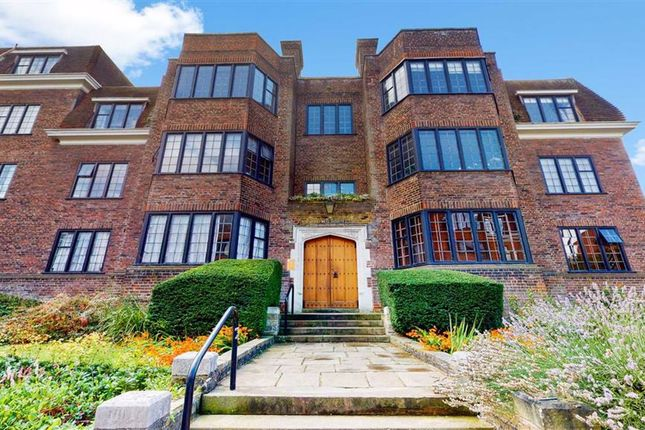 Thumbnail Flat to rent in Keble House, Manor Fields, Putney