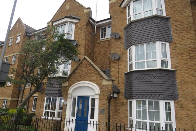 Thumbnail Flat for sale in Russett Way, Dunstable