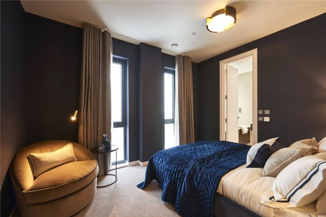 Thumbnail Flat for sale in Manhattan Plaza, London
