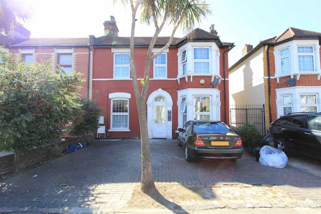 Thumbnail Flat for sale in Richmond Road, Ilford, Essex