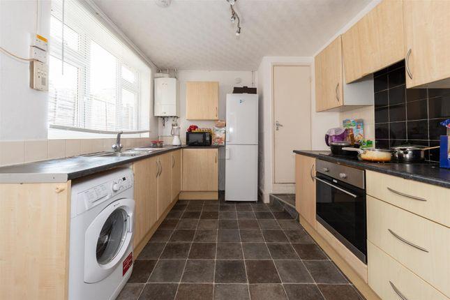 Kitchen of Kingsland Road, Luton, Bedfordshire LU1