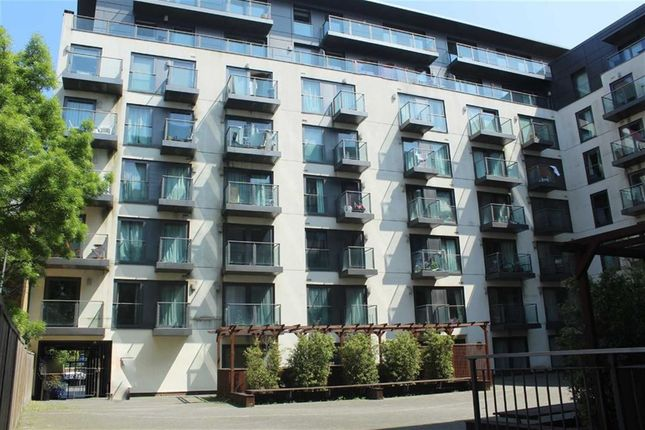 1 bed flat to rent in Mosaic Apartments, Slough, Berkshire