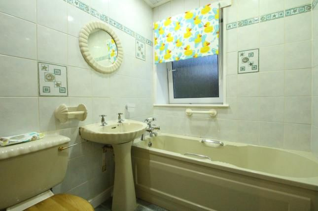 Bathroom of Loanlea Crescent, Larkhall, South Lanarkshire ML9