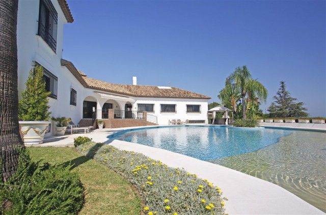 6 bed villa for sale in Spain, Málaga, Estepona, El Paraiso