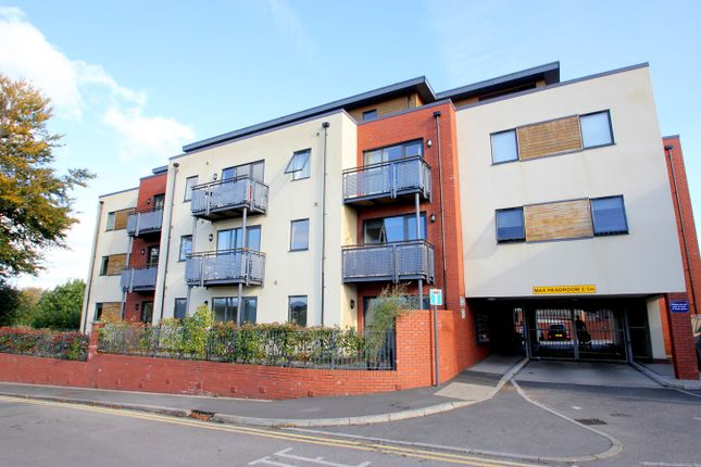 2 bed flat to rent in Sachville Avenue, Cardiff