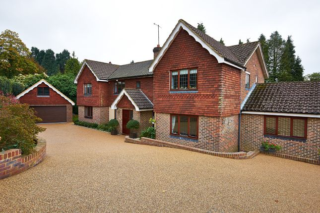 Thumbnail Detached house to rent in Uvedale Road, Oxted