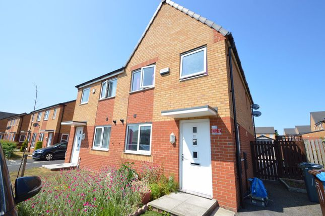 3 bed property to rent in Chassen Close, Manchester M11