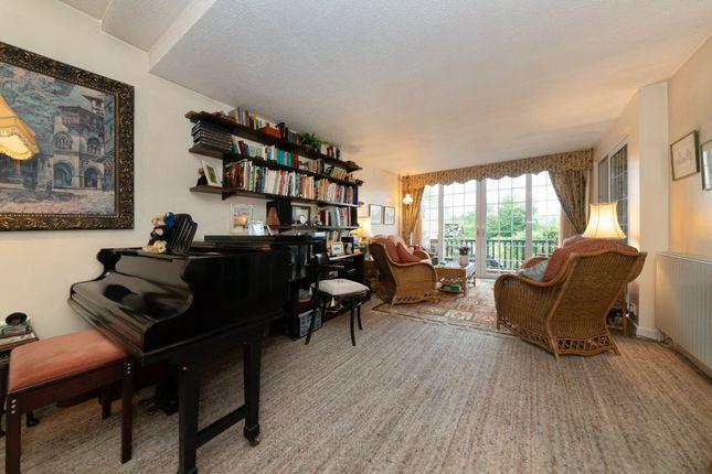 Lounge/Sun Room of Priory Close, Royston SG8