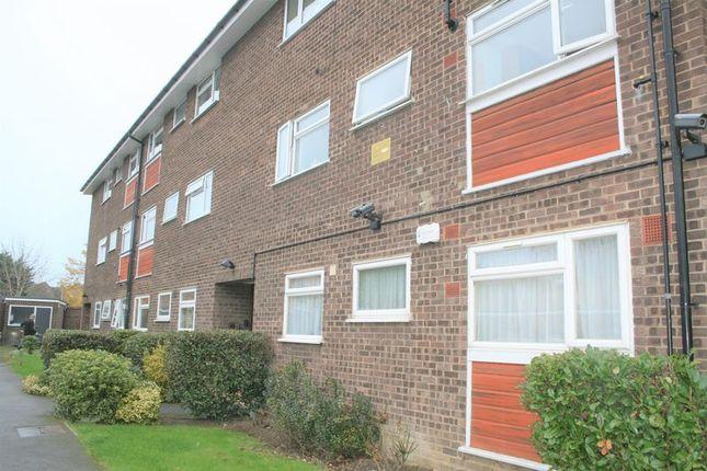 Thumbnail Flat to rent in Manor Road, Gidea Park, Romford