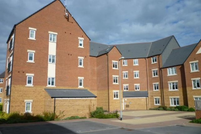 Thumbnail Flat to rent in Hedgerow Close, Redditch