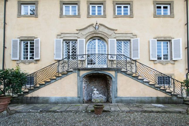 11 bed town house for sale in Lucca Lucca, Italy
