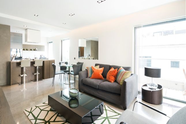 Thumbnail Flat to rent in Babmaes Street, London