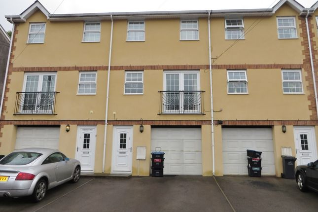 Thumbnail Town house to rent in Highland View, Abertillery