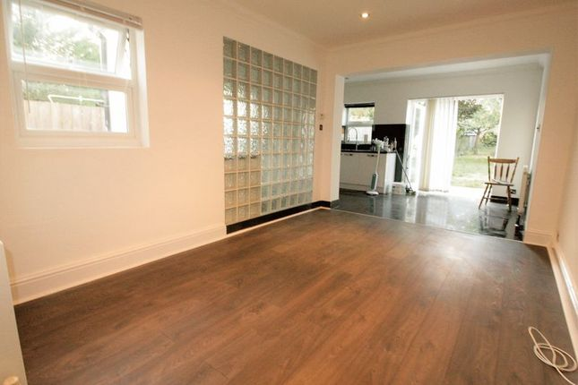 Thumbnail Flat to rent in Chingford Avenue, London