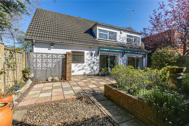 3 bed detached house to rent in Chichele Road, Oxted, Surrey RH8