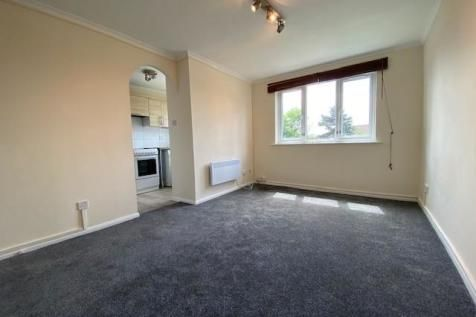 Thumbnail Flat to rent in Cherry Blossom Close, Palmers Green