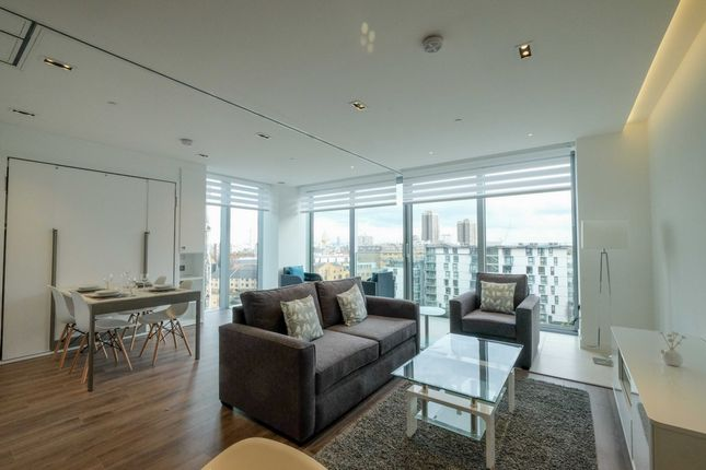 Thumbnail Flat for sale in Piazza Walk, London