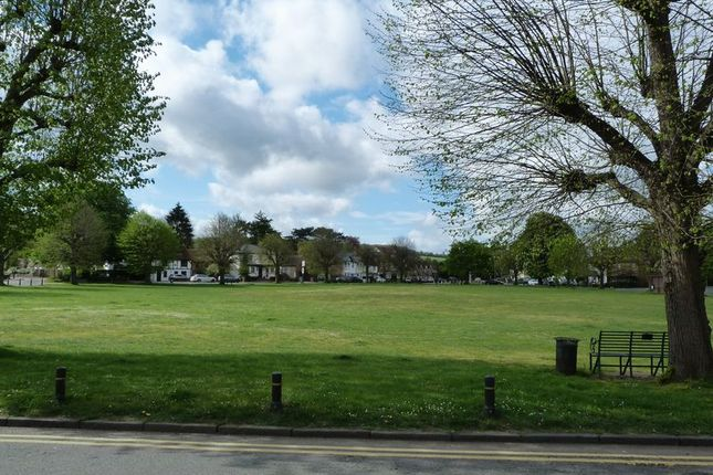 2 bed flat to rent in The Green, Wooburn Green, High Wycombe HP10