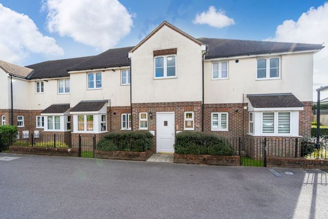 3 bed flat for sale in Hunt Court, Marlow Road, Stokenchurch, High Wycombe HP14
