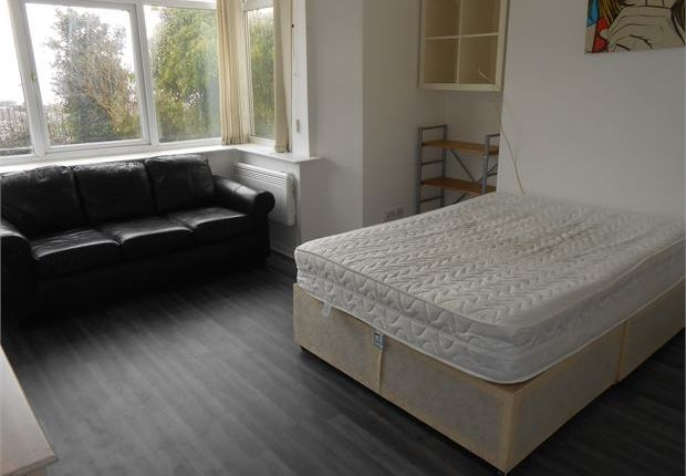 Studio to rent in The Promenade, Mount Pleasant, Swansea