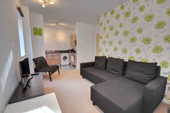 Thumbnail Flat to rent in Flat 27, Kingswood Place, 55-59 Norwich Avenue West, Bournemouth