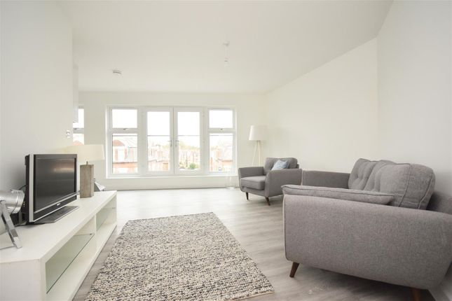Thumbnail Flat for sale in Heath Road, Twickenham