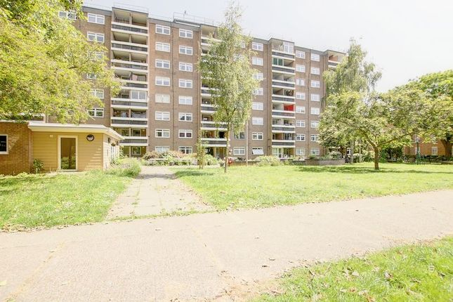 Thumbnail Flat for sale in Princess Court, Cambridge