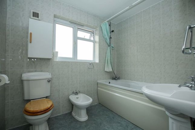 Photo 8 of Double Room, Blakes Avenue, New Malden KT3