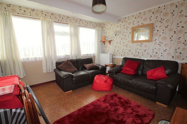 Lounge 2 of California Road, California, Great Yarmouth NR29
